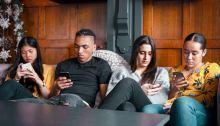 جوانب سلبية كثيرة تحيط بشبكات التواصل الإجتماعي