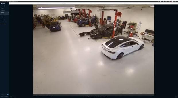 صورة من مقطع فيديو أحد مراكز الخدمة لشركة تسلا للسيارات الكهربائية