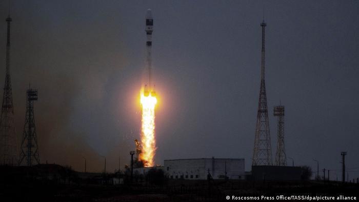 حمل صاروخ روسي من قاعدة بايكونور في كازخستان القمر الاصطناعي التونسي، إذافة إلى 38 قمراً أجنبياً آخر