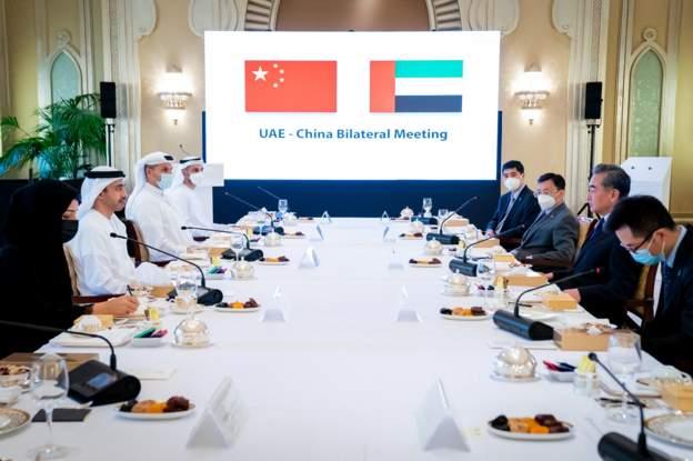 """اجتماع بين الحانب الإماراتي ونظثيره الصيني لمناقشة تصنيع لقاح كورونا """"سينوفارم"""" في الامارات، الأجتماع تم يوم الأحد 28 مارس 2021"""