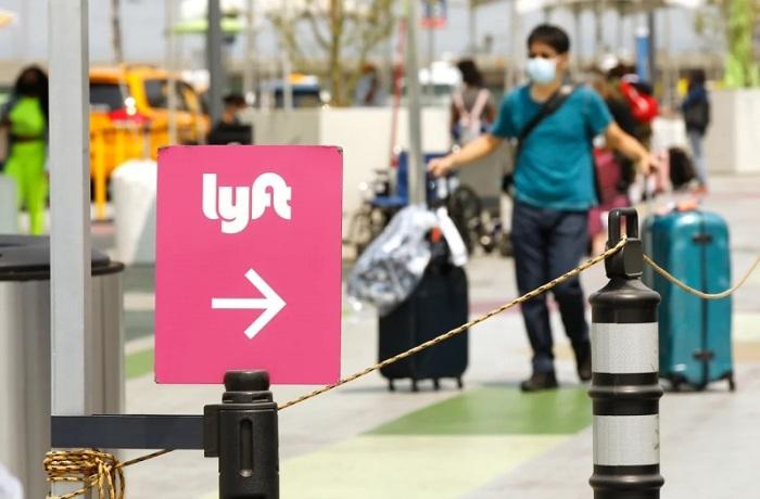 تنافس شركة ليفت في مجال مشاركة نقل الركاب بالسيارات الخاصة مع شركة أوبر في الولايات المتحدة