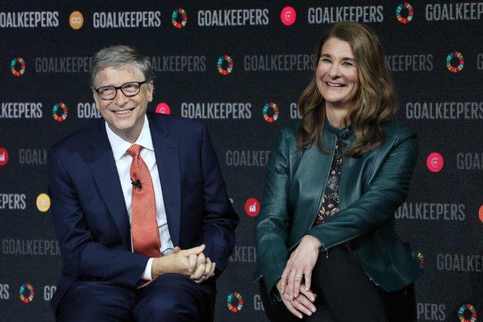 """بيل وميليندا جيتس في عام 2018. وقالوا في بيان: """"لم يعودوا يؤمنون أننا نستطيع أن ننمو معًا كزوجين في هذه المرحلة التالية من حياتنا""""."""