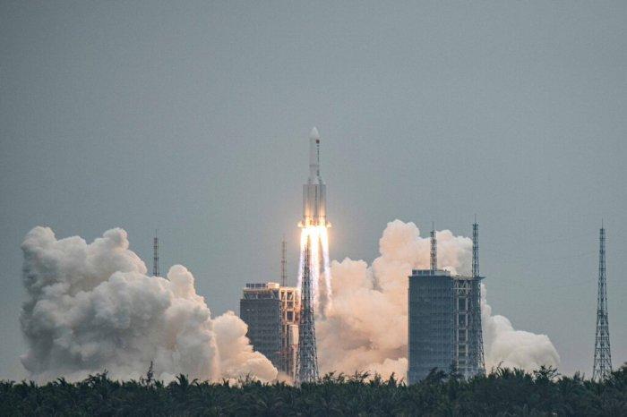 انطلاق صاروخ لونج مارش 5 بي الصيني من موقع إطلاق مركبة الفضاء وينتشانج في 29 أبريل 2021