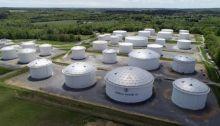 خزانات وقود تابعة لشركة كولونيال بايبلاين الأمريكية لنقل الوقود من خلال خطوط أنابيب من ولاية تكساس الي الساحل الشرقي للولايات المتحدة