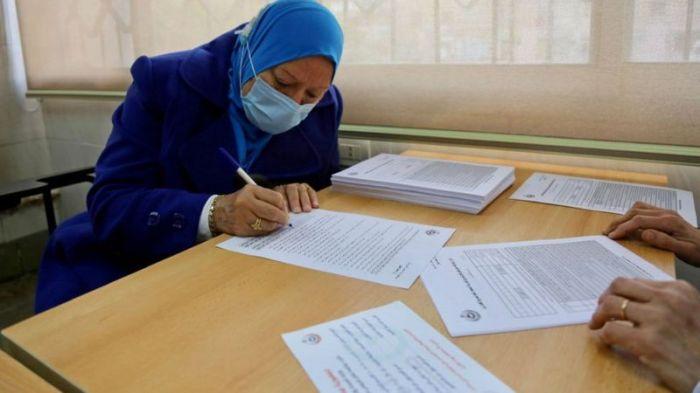 يمكن تسجيل طلبات تلقي اللقاح في الوحدات الصحية لمن يتعذر عليه التسجيل الإلكتروني