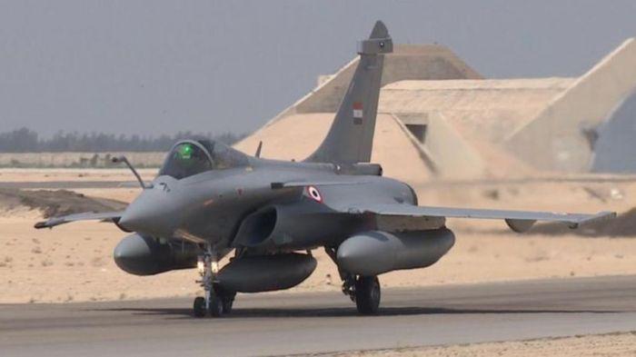 أحدي طائرات القوات الجوية المصرية من طراز رافال الفرنسية