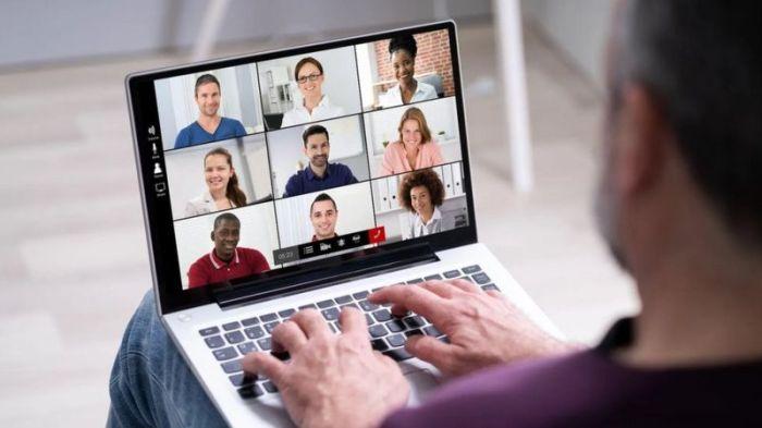 يبذل الدماغ مجهودا مضاعفا في الاجتماعات الافتراضية، وقد تؤثر كثرة الاجتماعات على مدار اليوم سلبا على أدمغتنا