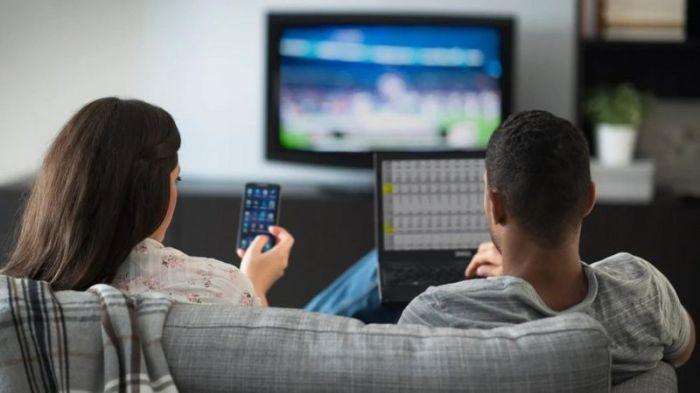 قد نظل محدقين في شاشات أجهزتنا الرقمية في وقت الراحة حتى بعد انتهاء العمل
