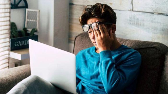 """فيروس كورونا: آثار سلبية """"مخيفة"""" لاستخدام الأجهزة الرقمية بكثافة أثناء العمل من المنزل"""