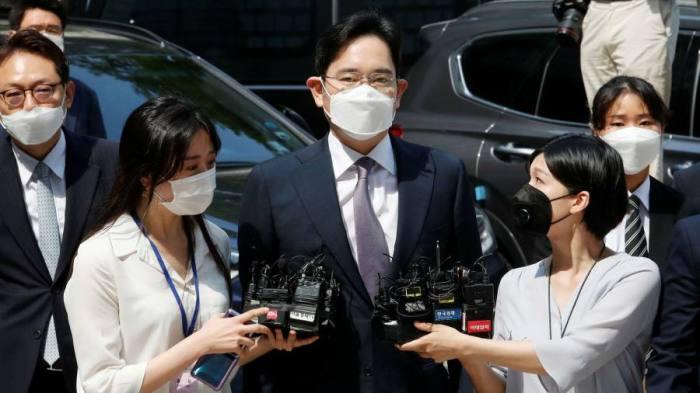 رئيس شركة سامسونج لي جاي يونج المسجون حاليا بتهمة الرشوة