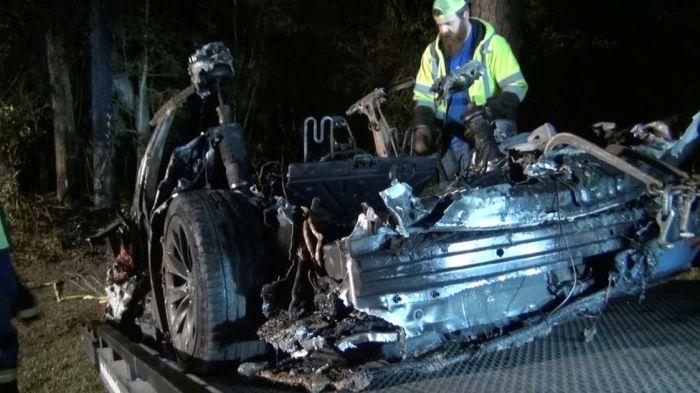 التقارير الأولية تشير الي أن سيارة تسلا التي تعرضت لحادث تصادم مميت في تكساس في أبريل الماضي كان بسبب نظام القيادة الذاتية