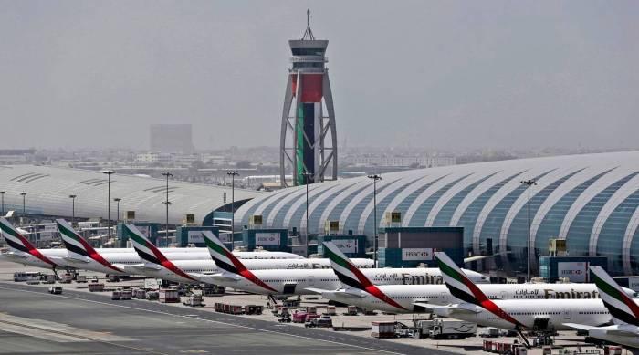 طائرات طيران الإمارات تصطف في مطار دبي الدولي يوم 20 أبريل 2017