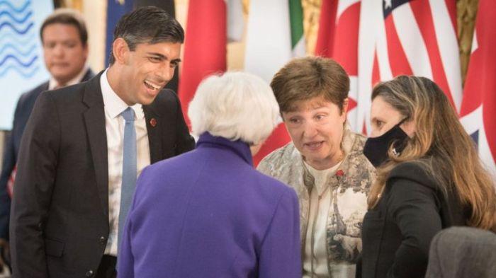 أشاد وزير الخزانة البريطاني ريشي سوناك (يسار) بالاتفاق