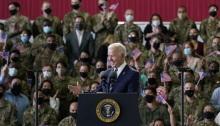 الرئيس بايدن يتحدث إلى أفراد الخدمة الأمريكية في سلاح الجو الملكي في ميلدنهال في سوفولك ، إنجلترا ، يوم الأربعاء 9 يونيو 2021