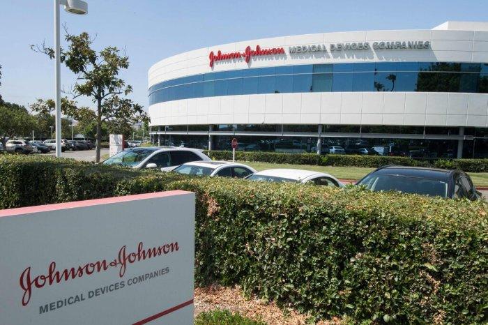 وقالت شركة جونسون آند جونسون إن التسوية ليست اعترافًا بالمسؤولية أو المخالفات. لم تبيع الشركة المواد الأفيونية في الولايات المتحدة منذ العام الماضي