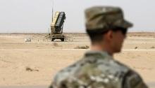 منصة صواريخ باتريوت المضادة للصواريخ في أحد قواعد الدفاع الجوي السعودية