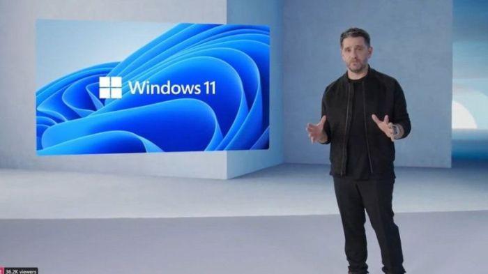 بانوس باناي مدير قسم المنتجات في مايكروسوفت أعلن عن ويندوز 11 في بث مباشر عبر الإنترنت