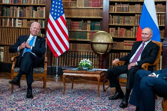 خلال اجتماع في جنيف في 16 يونيو، ضغط الرئيس بايدن على الرئيس الروسي فلاديمير بوتين، لاتخاذ إجراءات ضد قراصنة الإنترنت الذين يهاجمون أهدافًا أمريكية