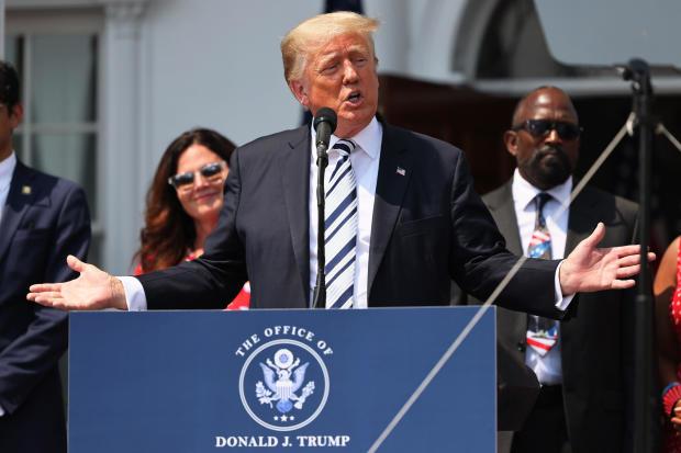 الرئيس السابق ترامب يتحدث خلال مؤتمر صحفي أعلن فيه رفع دعوى جماعية ضد شركات التكنولوجيا الكبرى في نادي ترامب الوطني للجولف بدمينستر في 7 يوليو 2021، في بيدمينستر، نيو جيرسي