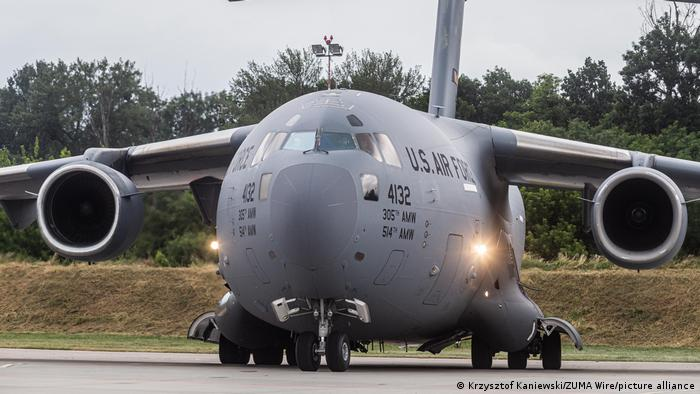 طائرة نقل أمريكية من طراز بوينج سي-17