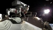 رواد فضاء من الصين يسيرون في الفضاء خارج المحطة المدارية الصينية