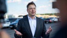 إلون موسك مؤسس شركات تسلا للسيارات الكهربائية و سبيس إكس لسفن الفضاء