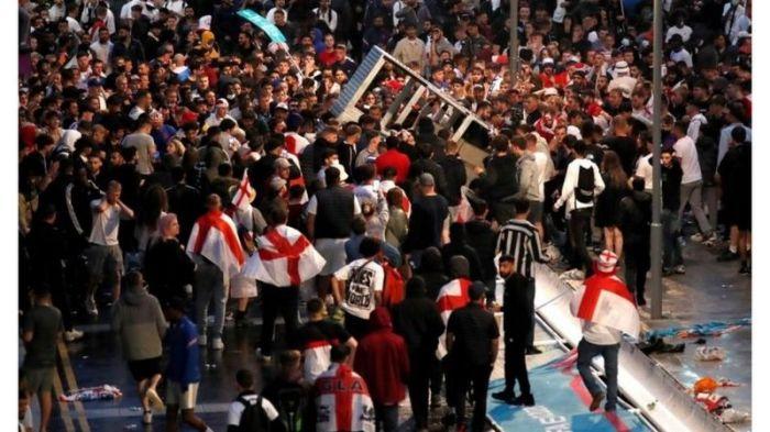 تزاحم المشجعون لمشاهدة المباراة النهائية
