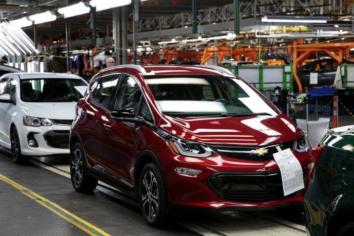 سيارة شفروليه بولت 2018 على خط تجميع جنرال موتورز في مصنع أوريون بولاية ميشيجان