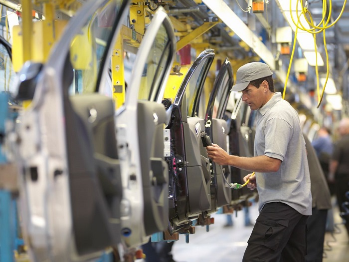انخفض تصنيع معدات النقل بنسبة مذهلة بلغت 16.5٪ ، ويعزى ذلك إلى نقص الرقائق الإلكترونية التي تعمل على تشغيل الإلكترونيات التي تشكل معظم السيارات الحديثة