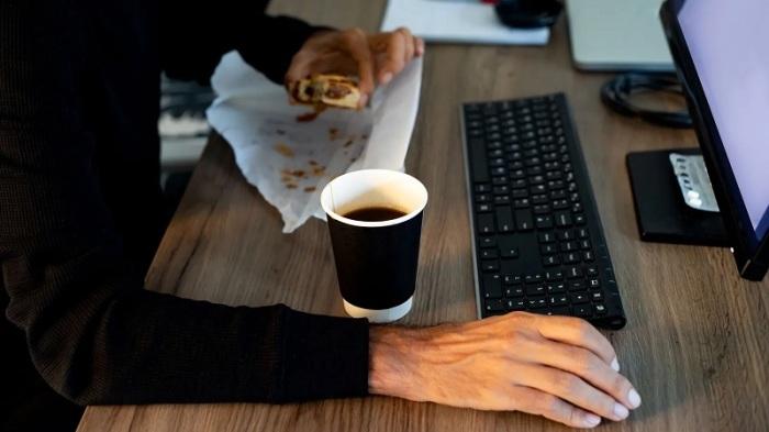 لا يكفي الذهاب إلى مكتبك قبل أي شخص آخر - عليك أن تبهر بإنجازاتك