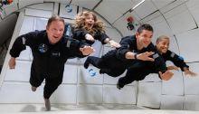 رواد الفضاء الهواه خلال تدربهم علي بيئة إنعدام الوزن