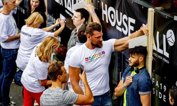 تم قياس المشاركين في أوتريخت في عام 2019 أثناء محاولة تحطيم الرقم القياسي العالمي لأكبر مجموعة من الأشخاص طوال القامة