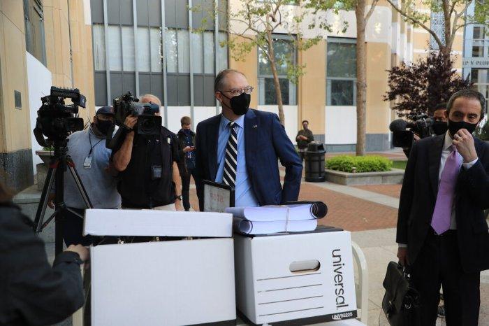 تيم سويني الرئيس التنفيذي لشركة Epic Games يصل إلى المحكمة في أوكلاند، كاليفورنيا، في مايو 2021