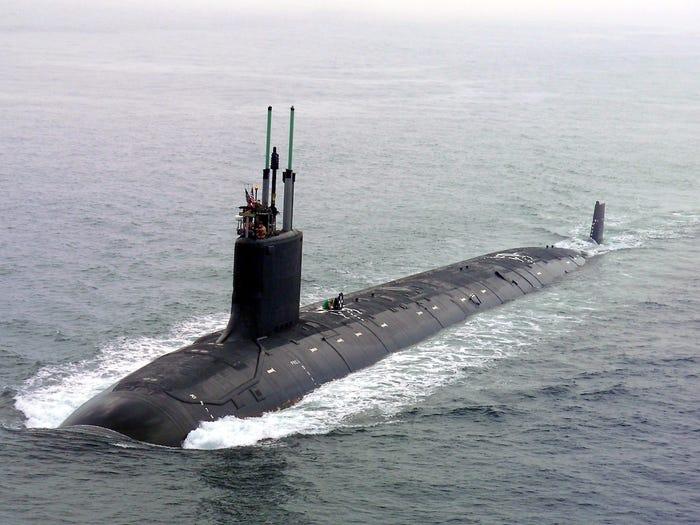 غواصة نووية للهجوم السريع بصواريخ كروز من طراز فيرجينيا التابعة للبحرية الأمريكية