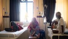 """مركز علاج كوفيد-19 في راجستان، الهند، في مايو 2021. ستسمح شركة """"ميرك"""" التي تصنع كبسولات دواء مضادة للفيروسات، لمصنعي الأدوية في الهند بإنتاج الدواء بسعر منخفض لأكثر من 100 دولة فقيرة"""