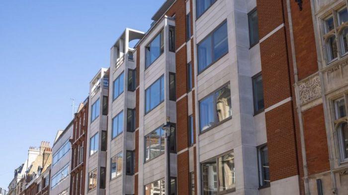 تم بيع عقار أبن رئيس أزربيجان (11 عاما) مبنى مايفير إلى شركة واجهة في عام 2009