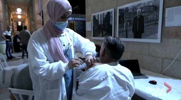 بدأت الشكوك تدور في الولايات المتحدة حول فعالية لقاح فايزر للوقاية من مرض كوفيد-19