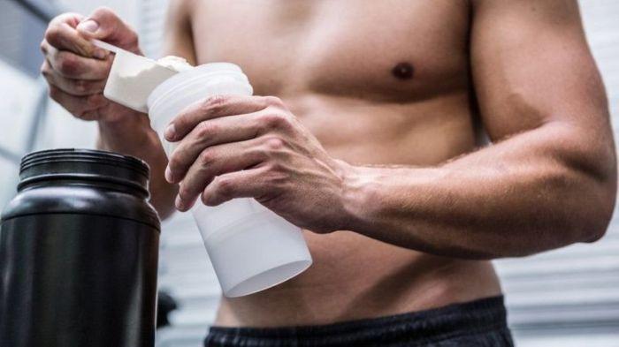 ينبغي نقع مسحوق البروتين في الماء قبل الشرب